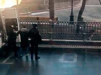 В Москве полиция задержала Иисуса, гулявшего с собакой на закрытых Патриарших прудах (ВИДЕО)