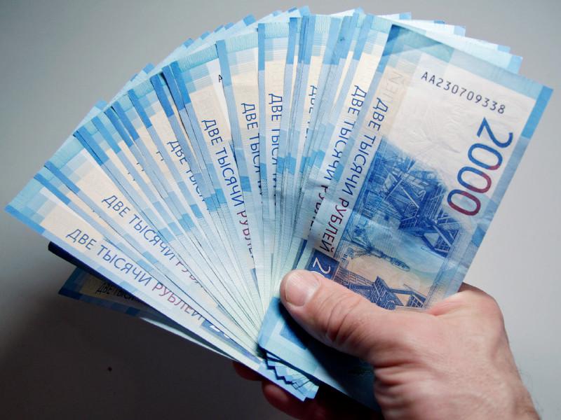 """Россиянам для счастья в самоизоляции оказалось нужно вдвое меньше денег, чем """"на свободе"""""""