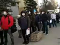 В Саратове возникли очереди из-за выдачи спецпропусков с правом на передвижение по городу (ВИДЕО)