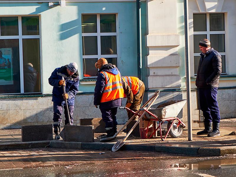 """Москвичи потребовали направить """"плиточные"""" миллиарды на поддержку горожан и малого бизнеса: без новых бордюров можно и обойтись"""