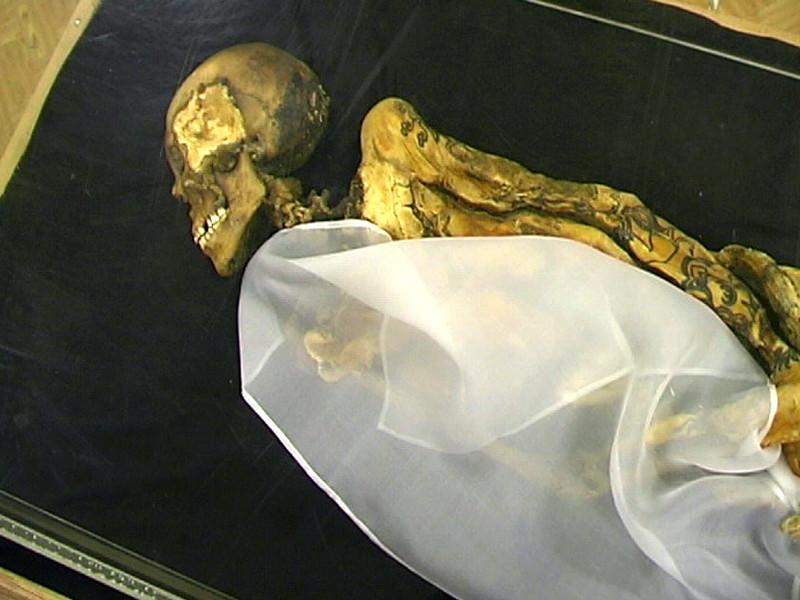 """Мумия была найдена во время раскопок на алтайском плато Укок в 1993 году и была названа одной из самых значимых находок в археологии второй половины ХХ века. Коренное население республики, которое считает """"принцессу Укока"""" хранительницей Алтая"""