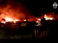 На территории колонии сгорели восемь построек на площади 30 тысяч квадратных метров: четыре производственных цеха, здания пожарной части, учебного цеха и два подсобных строения