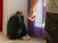 Пушкина и Роднина призвали принять срочные меры защиты жертв домашнего насилия в условиях самоизоляции