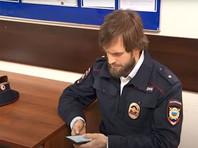В столице задержали активиста Pussy Riot Петра Верзилова, вышедшего на улицу в полицейской форме
