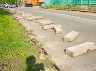 """""""Мы сможем обойтись ближайший год без новых бордюров, рулонных газонов, замены плитки на асфальт, асфальта на плитку и плитки на плитку"""", - говорится в петиции на сайте Change.org"""