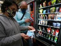 Торговые автоматы с медицинскими масками и перчатками в московском метро