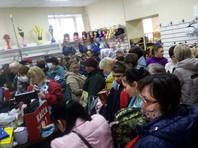 На Алтае в торговом центре устроили распродажу и собрали толпу в период карантина