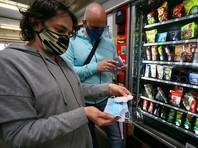 """В департаменте здравоохранения Москвы объяснили, что в общественных местах нужно носить и маску, и перчатки, так как """"у большинства заболевших"""" коронавирус протекает бессимптомно, и они, сами того не подозревая, могут заразить окружающих"""