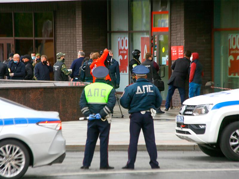 """Мужчину, захватившего отделение """"Альфа-банка"""", задержали. Он требовал встречи с Бузовой"""