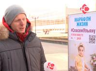 В ХМАО депутат объявил голодовку и ночует на улице, пытаясь собрать деньги на лечение девочки с СМА