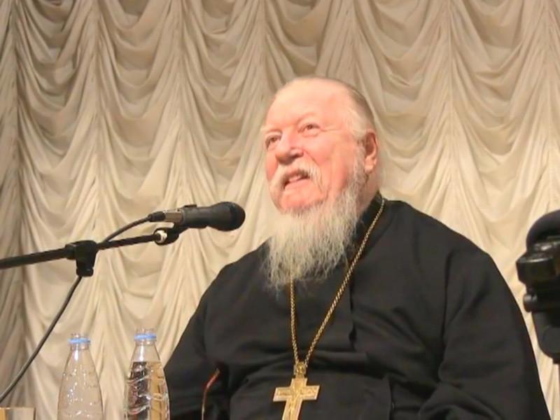 Глава патриаршей комиссии по делам семьи протоиерей Димитрий Смирнов назвал правильной практику освящения ядерного оружия Русской православной церковью