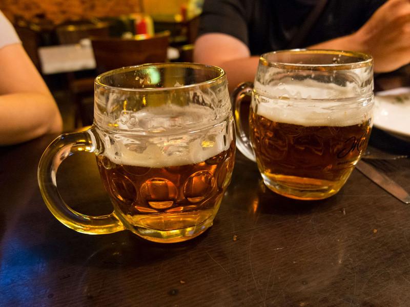 В силу вступил закон о запрете продажи алкоголя в кафе, ресторанах и барах (с площадью зала не более 20 квадратных метров), расположенных в многоквартирных домах и на прилегающих территориях