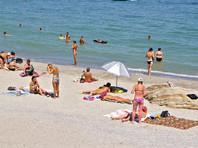 На пляже отдыхающим необходимо соблюдать социальную дистанцию, но маски надевать не нужно, сообщила глава Роспотребнадзора Анна Попова
