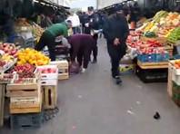 На Сенном рынке в Петербурге задержали мужчину, устроившего бесплатную раздачу еды толпе (ФОТО, ВИДЕО)