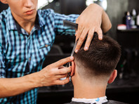 Парикмахерские и салоны красоты в Москве пока открывать не будут, сказал мэр