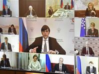 Министр просвещения Сергей Кравцов рассказал, что пункты проведения ЕГЭ будут оснащены средствами индивидуальной защиты. Школьников будут рассаживать в аудиториях с учетом соблюдения дистанции не менее полутора метров