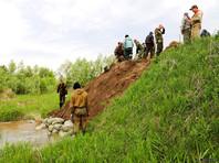 В тюменском селе коммунальщики предотвратили прорыв дамбы, использовав 400 тонн грунта