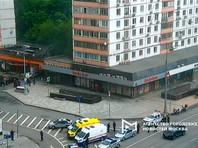 В Москве мужчина в форме курьера службы доставки захватил заложников в отделении банка