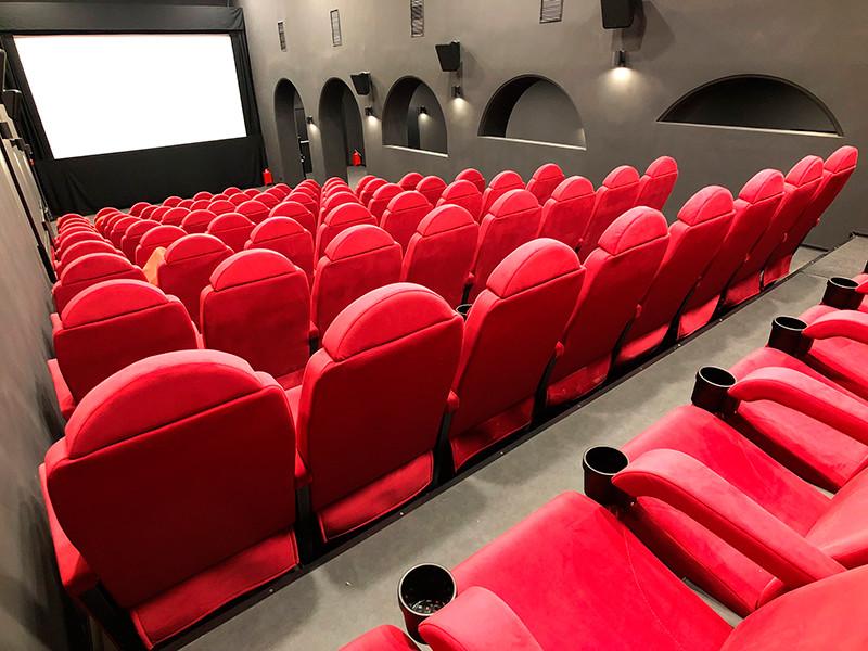 Рассадка через метр, попкорн через автомат: подготовлены рекомендации к открытию кинотеатров