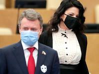 Некоторые депутаты Государственной думы начали носить на пиджаках значки в виде белого креста на черном фоне, которые, по их мнению, отпугивают коронавирус
