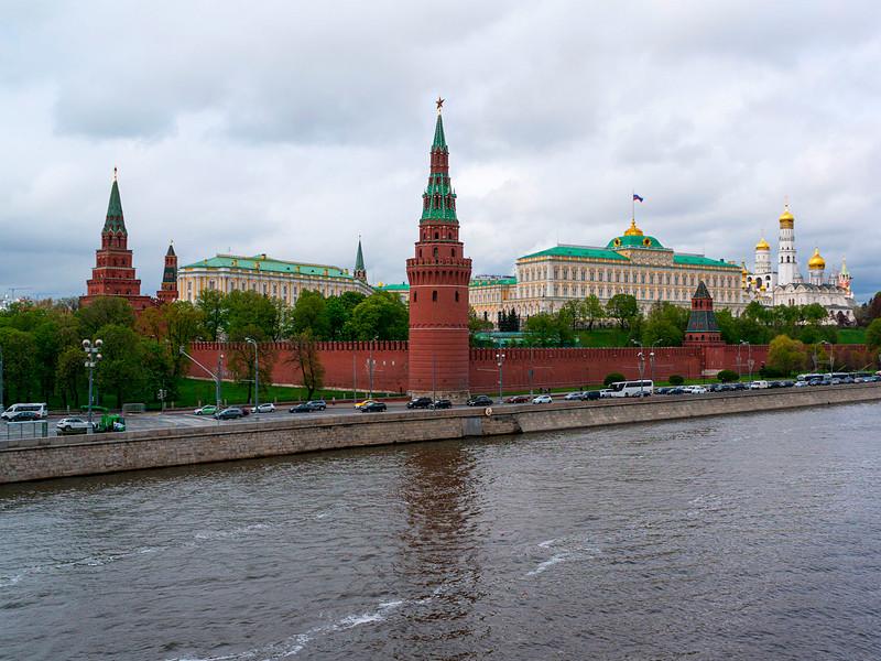 Президент РФ Владимир Путин объявил 24 июня нерабочим днем с сохранением зарплаты из-за проведения перенесенного с 9 мая парада Победы