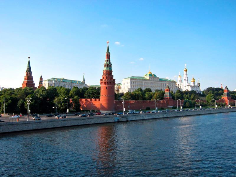 """Кремль попросил большие компании прорекламировать среди своих сотрудников голосование по поправкам в Конституцию, которое позволит Владимиру Путину """"обнулить"""" президентские сроки и продлить свое правление до 2036 года"""