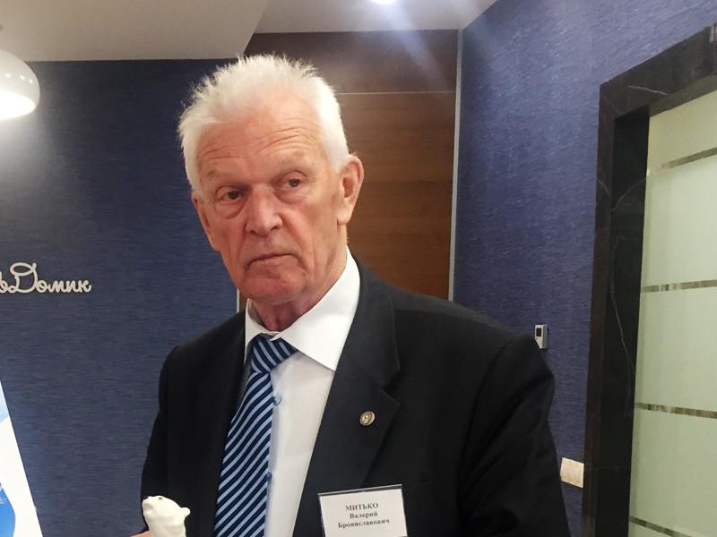 В РФ возбуждено новое уголовное дело о госизмене, фигурантом которого стал пожилой ученый. 78-летнему президенту Арктической общественной академии наук в Петербурге Валерию Митько вменяется передача секретных сведений китайским спецслужбам во время поездки в КНР