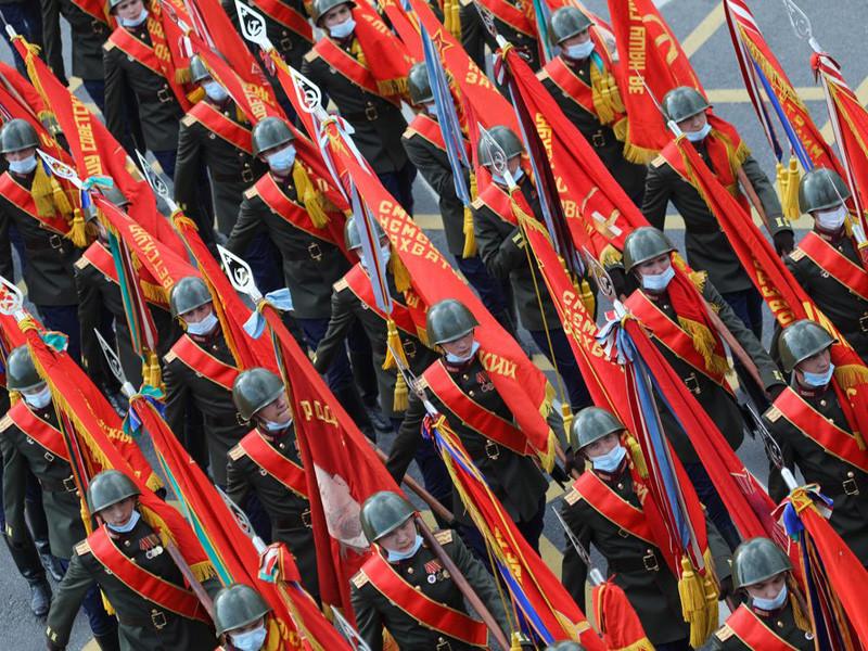 Только в одной Москве перенесенный на 24 июня парад Победы обойдется не менее чем в миллиард рублей, подсчитал Фонд борьбы с коррупцией (ФБК) на основании данных портала госзакупок