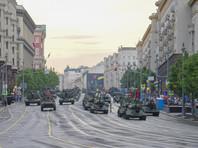 """реди прочих новинок, участвовавших в репетициях парада в столице 17 и 18 мая, в составе механизированной колонны были представлены боевые машины модернизированного """"Панциря-СМ"""" на колесном шасси """"Торнадо-К"""""""