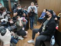 """Печейкин, который 26 июня, в день вынесения приговора Серебренникову, провел шесть часов у здания Мещанского суда, вспоминает, что """"был, кажется, единственным человеком, который верил, что приговор будет условным"""""""