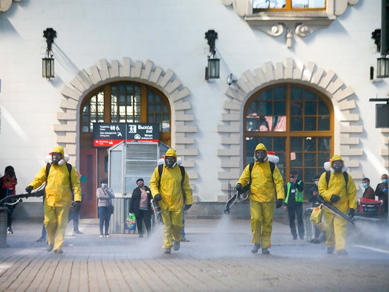 Число жертв коронавируса в России могло быть на 80 тысяч больше, если бы не карантинные меры и ответственное поведение людей. Об этом сообщается в исследовании экспертов, опубликованном на сайте Высшей школы экономики