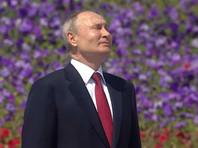 После церемонии поднятия российского флага, в которой Путин, по словам его пресс-секретаря Дмитрия Пескова, участвовал впервые, глава государства вручил награды Героям труда
