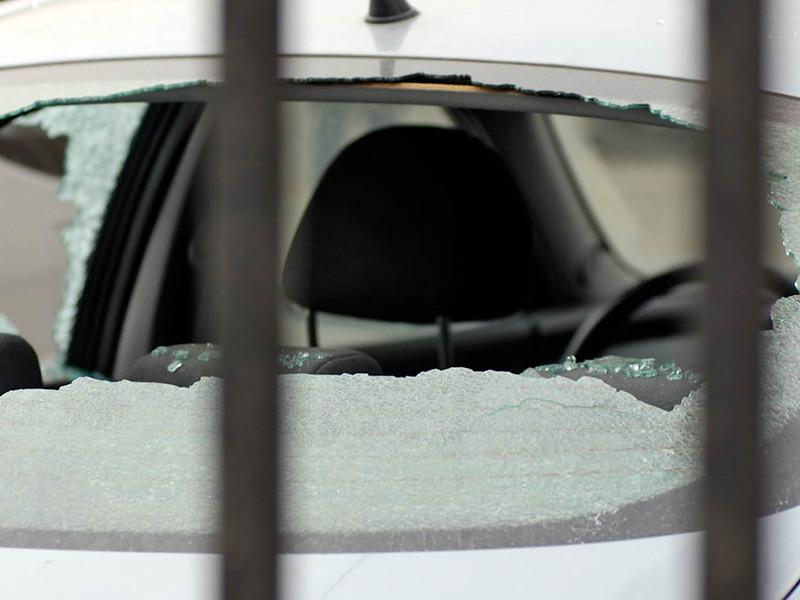 Солдат-срочник Никита Ерошенко разбил карабином стекло в микроавтобусе Volkswagen Transporter, принадлежащем Федеральной службе охраны на параде Победы в Москве