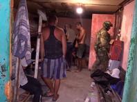 Удерживаемых 14 человек освободили