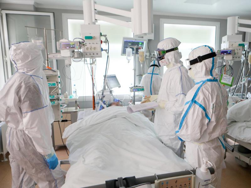 Число зараженных коронавирусом в РФ превысило 700 тысяч, но в Москве статистика заражения идет на спад