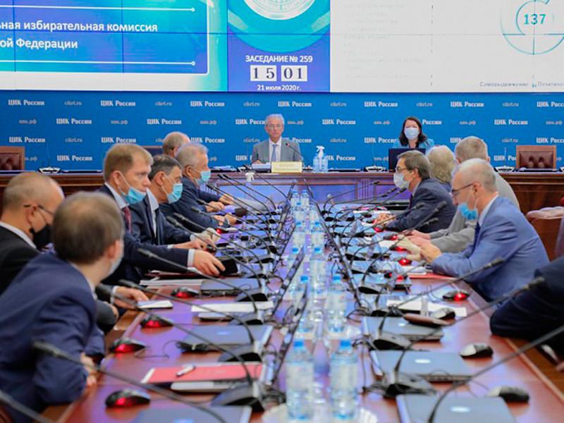 ЦИК на заседании 21 июля решил проверить данных 23 тысяч россиян, которые могли проголосовать два раза во время голосования по поправкам к Конституции. Проверка должна быть завершена до 30 июля