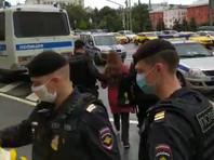 """В центре Москвы на Лубянке, где расположена штаб-квартира ФСБ, полиция начала задерживать участников акции в поддержку фигурантов уголовного дела о создании экстремистской организации """"Новое величие"""""""
