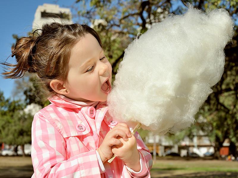 Торговля сахарной ватой и квасом в летний сезон требует соблюдения определенных правил, о которых должны знать и потребители. Об этом говорится в материалах на сайте Роскачества