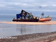 На плавучих платформах (понтонах), поврежденных 8 августа в результате ядерного инцидента, были обнаружены контейнеры, используемые для транспортировки ядерных отходов, а на дне - затонувшая техника и обломки