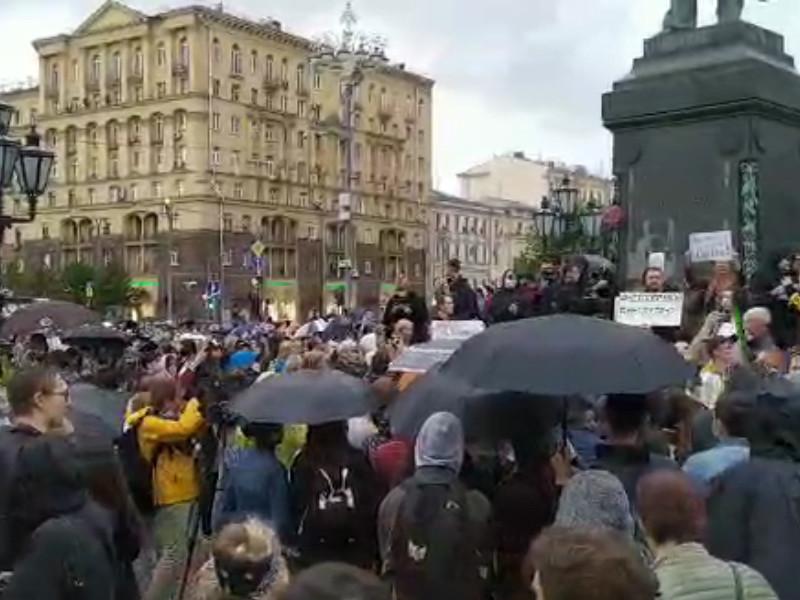 В Москве на Пушкинской площади на акции против поправок к Конституции РФ собрались около одной тысячи человек
