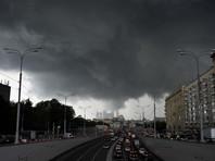 На Москву надвигаются дождь, гроза и град. Прекращают работу кафе и рестораны с летними верандами