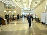 Президент России Владимир Путин пришел 1 июля на избирательный участок, чтобы отдать свой голос в рамках общероссийского голосования по поправкам в Конституцию