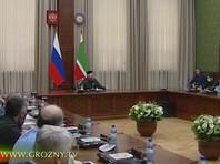 """""""Товарища и господина Помпео я приглашал в гости. Вот теперь при всех говорю, что не имею на это право. Все, отменяю приглашение и объявляю о включении его (Помпео) во все санкции, которые у нас есть в республике, вплоть до заблокирования всех его счетов. То же самое они сделали против меня"""", - заявил Рамзан Кадыров вечером в четверг на совещании в республике с участием членов правительства и руководителей различных ведомств"""