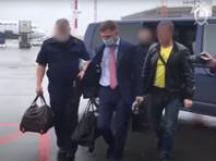 Задержанного губернатора Фургала доставили в Москву для предъявления обвинений. ЛДПР, членом которой он является, грозит бойкотом