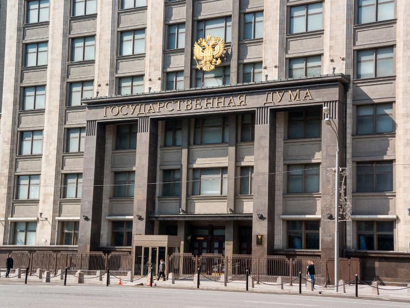 """В Госдуме принят закон о запрете нынешнем и бывшим сотрудникам ФСБ разглашать данные, """"угрожающие репутации"""" службы"""