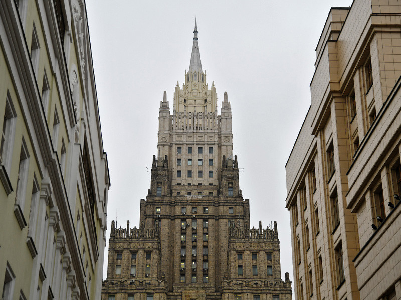 Россия угрожает ответными мерами в отношении Великобритании после того, как Лондон ввел санкции против 25 россиян, причастных, по мнению британских властей, к нарушениям прав человека