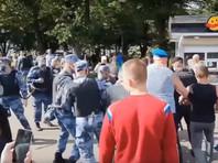 Очевидец рассказал детали потасовки между десантниками и росгвардейцами в парке Горького (ВИДЕО)