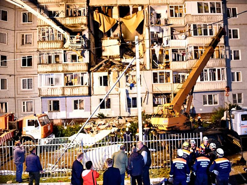 В Ярославле на улице Батова в десятиэтажном доме произошел взрыв бытового газа