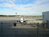 Самолет с трещиной в стекле экстренно сел в аэропорту Петербурга