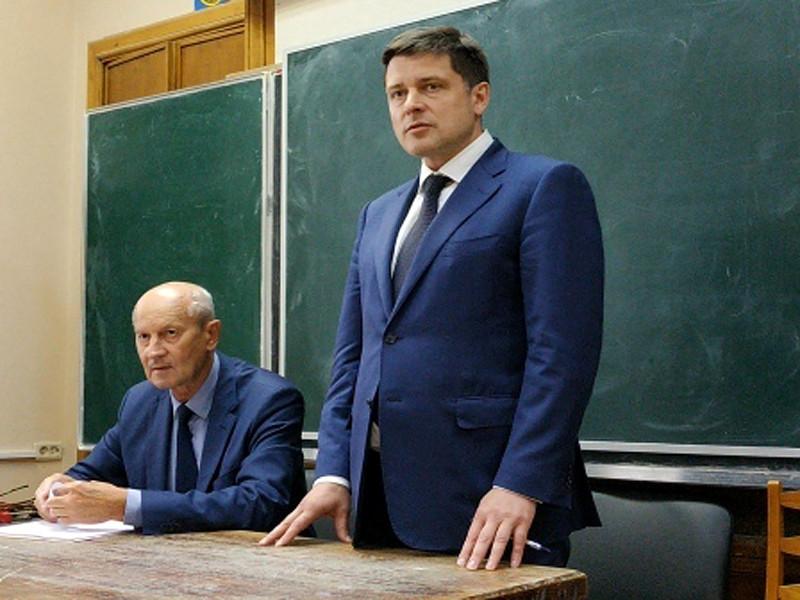 Алексей Гришин (справа)
